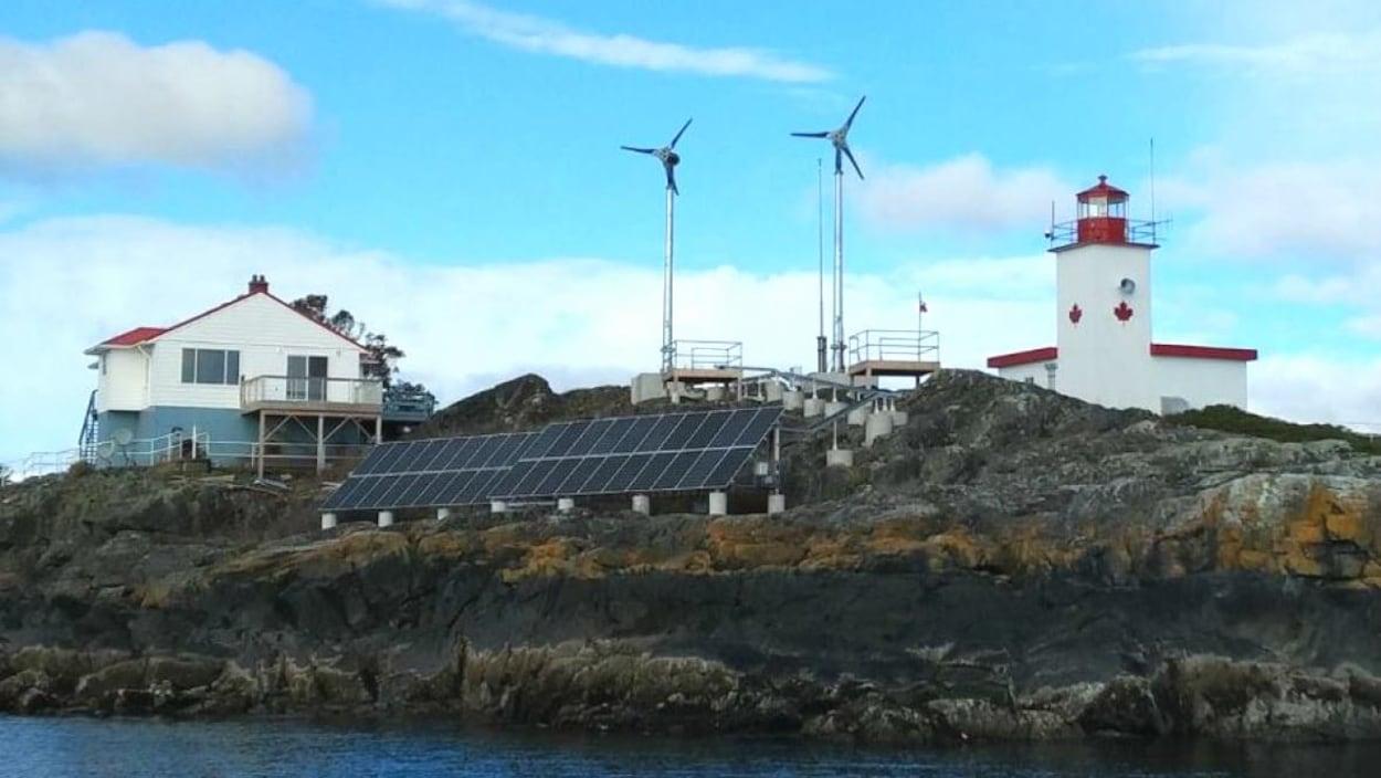phare-merry-island-ile-sunshine-coast-eolienne-panneau-solaire