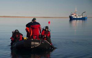 underwater-archeologists-prepare-to-dive-to-hms-erebus